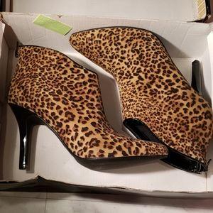 Carlos leopard botines NWT